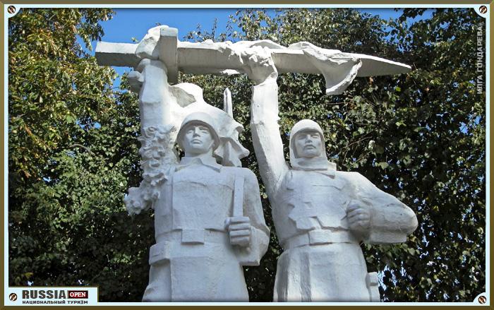 Резные памятники Коломенская